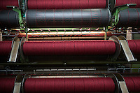 Harris Tweed Hebrides, the award-winning company based at Shawbost on the west coast of the Isle of Lewis, now accounts for around 90 per cent of Harris Tweed production. Export everywhere.  Harris Tweed Hebrides produce circa il 90% di tutto il tweed esportando in tutto il mondo