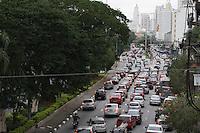 SAO PAULO, SP, 14/05/2012, CLIMA TEMPO.  Transito.  A Av. Tiradentes esta com transito pesado na direcao do centro de Sao Paulo na manha de hj (14). Luiz Guarnieri/ Brazil Photo Press.