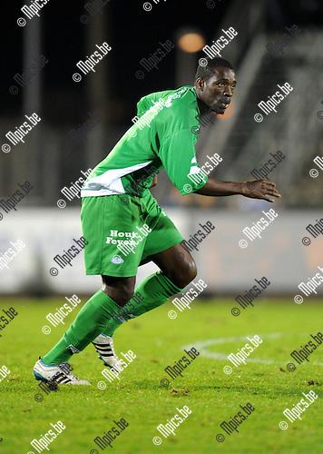 11-10-29 / Voetbal / seizoen 2011-2012 / Verbr. Geel-Meerhout - Dessel Sport / Sampil Abdoulaye Sekou..Foto: Mpics