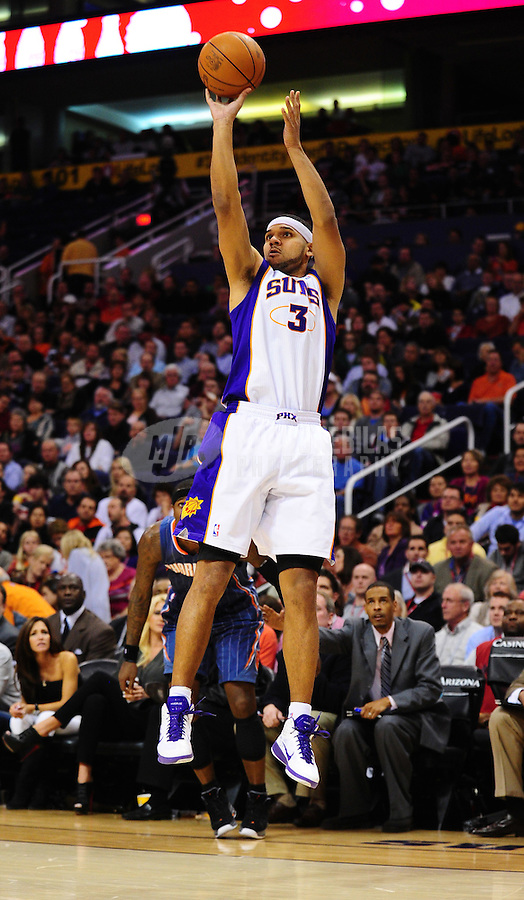 Jan. 26, 2011; Phoenix, AZ, USA; Phoenix Suns forward Jared Dudley against the Charlotte Bobcats at the US Airways Center. The Bobcats defeated the Suns 114-107. Mandatory Credit: Mark J. Rebilas-