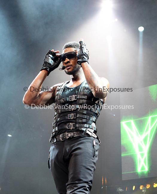 Usher performs at the Wells Fargo Center in Philadelphia, Pa on his OMG Tour Dec. 16, 2010. .Copyright EML/Rockinexposures.com.