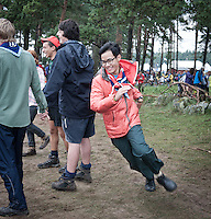 A form of tag or it. One scout is the hunter and is running around outside the circle. At a chosen point i taps a shoulder and starts running. The person tapped runs the other way. The scout first filling the hole the second scout left may stay. The other becomes the hunter. Photo: Eric Hampusgård/Scouterna