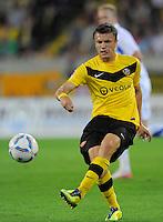 Fussball, 2. Bundesliga, Saison 2011/12, SG Dynamo Dresden - Vfl Bochum, Montag (12.09.11), gluecksgas Stadion, Dresden. Dresdens Zlatko Dedic am Ball.
