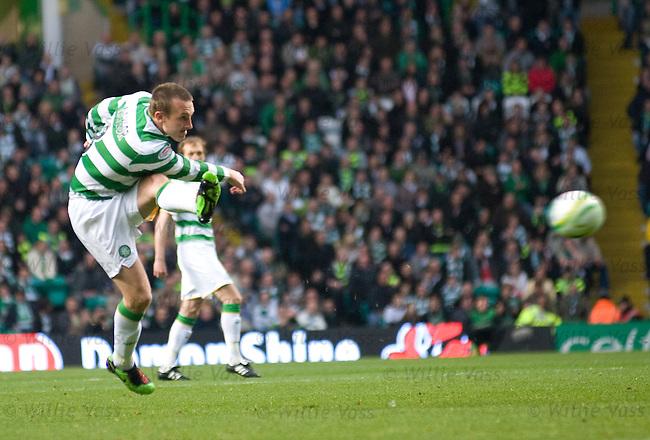 Lee Naylor scores for Celtic