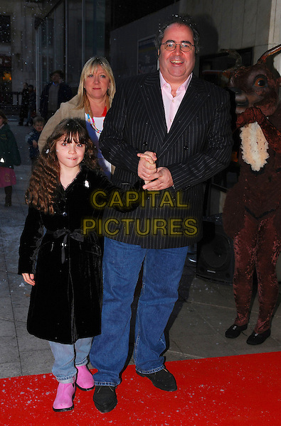 """DANNY BAKER & FAMILY.At """"The Snowman"""" Press Night, .Peacock Theatre, London, England, .December 9th 2006..full length wife child.CAP/CAN.©Can Nguyen/Capital Pictures"""