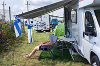 UNGARN, 03.08.2019, Mogyoród oestlich von / east of Budapest. Formel 1-Rennen Grosser Preis von Ungarn auf dem Hungaroring: Finnische Fans auf dem Campingplatz. | Formula 1 race Hungarian Grand Prix at Hungaroring: Finnish fans on the camping ground.<br /> © Martin Fejer/estost.net