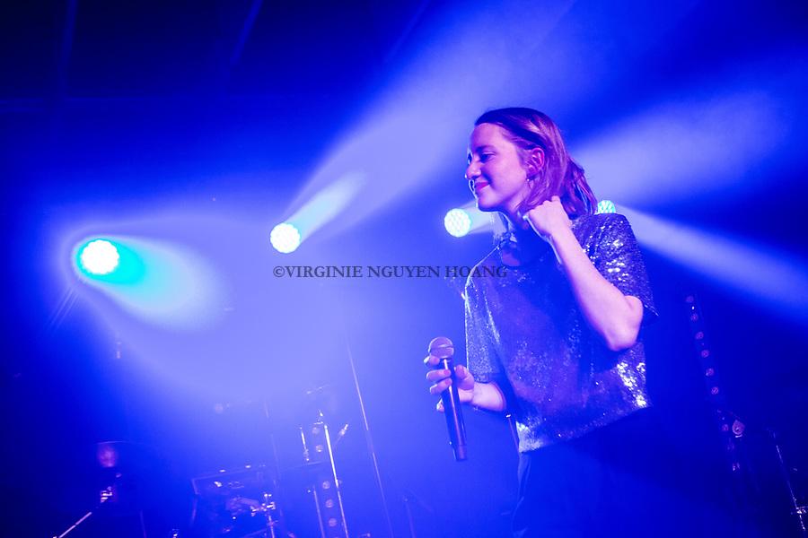 Perwez, Belgique: Maria-Leatitia chante lors d'un concert donné par son groupe, Sonnfjord, en première partie du concert de Konoba à la salle Perwex, le 23 février 2018.