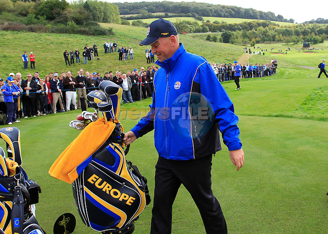 Vice Captain Thomas Bjorn does caddy during Practice Day 3 of the The 2010 Ryder Cup at the Celtic Manor, Newport, Wales, 29th September 2010..(Picture Eoin Clarke/www.golffile.ie)