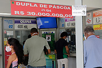 Campinas (SP), 22/04/2020 - Cocid-19/Mascaras - Começa nesta quarta-feira (22) o uso obrigatório de máscaras de proteção de consumidores que frequentarem estabelecimentos considerados de serviço essencial e que estão abertos durante a quarentena na cidade de Campinas, interior de São Paulo.<br /> O decreto publicado no último dia 15 determina que os serviços essenciais abertos impeçam a entrada de clientes que estiverem sem as máscaras. A obrigatoriedade é mais uma medida de prevenção ao coronavírus implantada na cidade que tem 177 casos confirmados e oito mortes causadas pela doença.