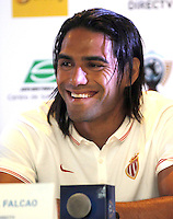 BARRANQUIILLA -COLOMBIA-18-JULIO-2014.  Conferencia de prensa ofrecida por  Radamel Falcao Garcia jugador del Monaco de Francia y Sebastian Viera guardameta del Atletico Junior antes del compromiso amistoso en el Metroplitano .Falcao y sus compañeros de equipo fueron declarados huespedes de honor  por la alcaldesa Elsa Noguera./ Press conference by Radamel Falcao Garcia of France Monaco player and goalkeeper Sebastian Viera of Atletico Junior friendly compromise before the Metropolitano. Falcao and his teammates were declared guest of honor by Mayor Elsa Noguera. Photo:VizzoImage / Alfonso Cervantes / Stringer