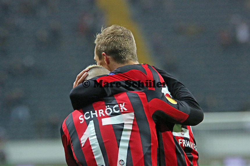 Torjubel Stephan Schröck mit Sonny Kittel (Eintracht) beim 1:0  - Eintracht Frankfurt vs. APOEL Nikosia, Commerzbank Arena, Europa League Gruppenphase