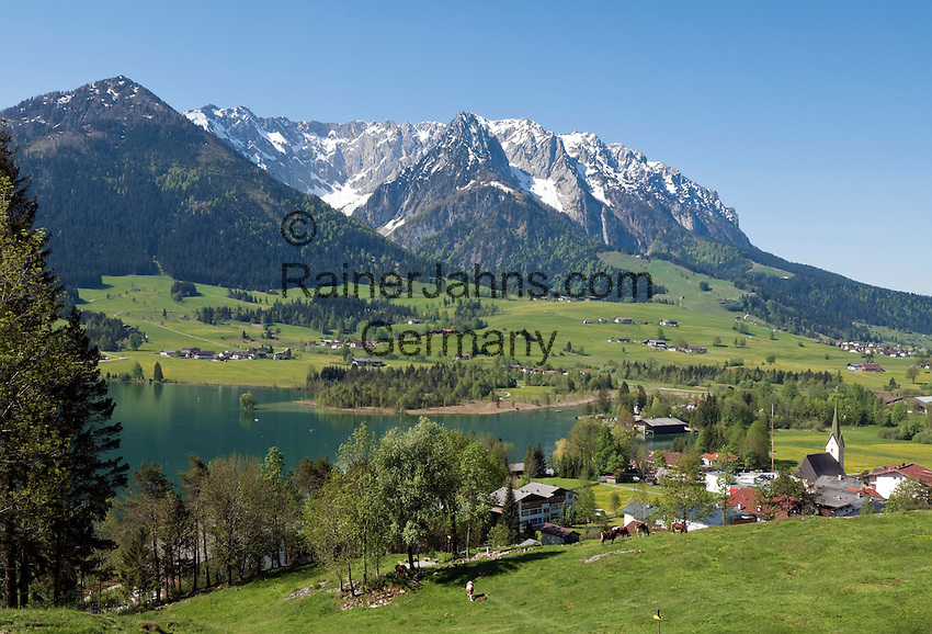 Austria, Tyrol, Kaiserwinkl, Walchsee: holiday resort at Lake Walchsee and Zahmer Kaiser mountain