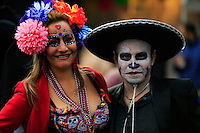 Revellers take part in the Mexican anniversary of Day of the Dead in the Manhattan neighborhood, New York. 25.06.2015. Eduardo MunozAlvarez/VIEWpress.