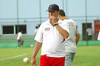 BARUERI, SP - 18.01.2012 – JOGO TREINO GREMIO BARUERI X GREMIO OSASCO – Ténico Toninho Moura do Gremio Osasco.  Nesta quarta-feira (18) a tarde as equipe do Gremio Barueri e Gremio Osasco participaram de um jogo treino, no Centro de Treinamento da Vila Porto em Barueri, na Grande SP. O jogo acabou empatado em 1 a 1, os gols foram marcados por Marcelinho (Barueri) e Luciano (Osasco). (Foto: Renato Silvestre/NewsFree)