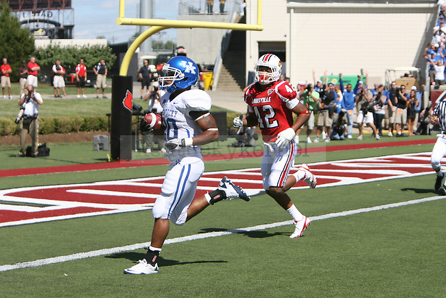 UK's Derrick Locke runs 32 yards for a touchdown in the first quarter to put the Cats up 6-0 against UofL at Papa John's Cardinal Stadium on Saturday, Sept. 4, 2010. Photo by Scott Hannigan | Staff