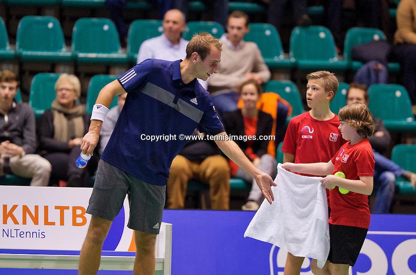 December 18, 2014, Rotterdam, Topsport Centrum, Lotto NK Tennis, Men's singles quarter final, Thiemo de Bakker(NED) gets his zowel from a ballboy<br /> Photo: Tennisimages/Henk Koster