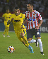 BARRANQUILLA - COLOMBIA, 2-05-2018 Marlosn Piedrahita (Der.) jugador del Atlético Junior de Colombia  disputa el balón con Carlos Tevez (L)  jugador del Boca Juniors de Argentina durante partido por la fecha 4 ,grupo H , de la Copa Conmebol Libertadores de América    jugado en el estadio Metropolitano Roberto Meléndez de la ciudad de Barranquilla. / Marlosn Piedrahita(R) player of Atletico Junior of Colombia  fights the ball with Carlos Tevez (L) player of Boca Juniors of Argentina   during the match for the date 4 , group H  of Conmebol Libertadores Cup 2018 played at the Metropolitano Roberto Melendez Stadium in Barranquilla city. Photo: VizzorImage / Alfonso Cervantes / Contribuidor