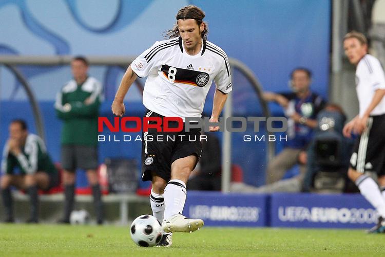 UEFA Euro 2008 Group B Klagenfurt - W&ouml;rthersee Match 04 Deutschland ( GER ) - Polen ( POL ) 2:0 (1:0). <br /> Torsten Frings ( Germany / Mittelfeldspieler / Midfielder / Werder Bremen #08 ) am Ball. Foto &copy; nph (  nordphoto  )