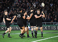 Beauden Barrett scores the match winning try in the last seconds of the match.<br /> Bledisloe Cup and Rugby Championship test match. New Zealand All Blacks v Australian Wallabies at Forsyth Barr Stadium, Dunedin, New Zealand. Saturday 26 August 2017. &copy; Copyright photo: Andrew Cornaga / www.Photosport.nz