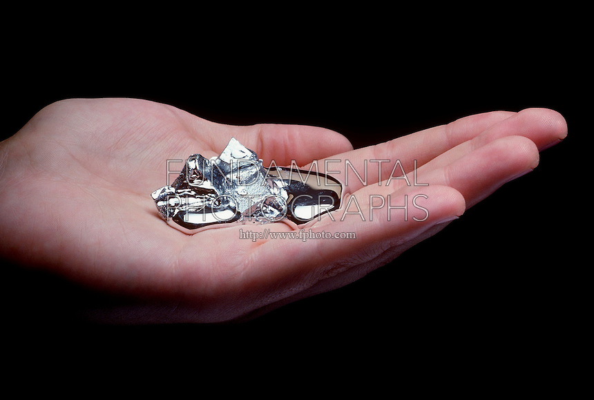 GALLIUM (Ga) MELTS IN HAND<br />