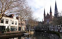 Nederland Gouda - december 2018.  De Lage en Hoge Gouwe. De Gouwekerk ( Sint-Jozefkerk ) aan de Hoge Gouwe is een neogotische kruiskerk.  Foto Berlinda van Dam
