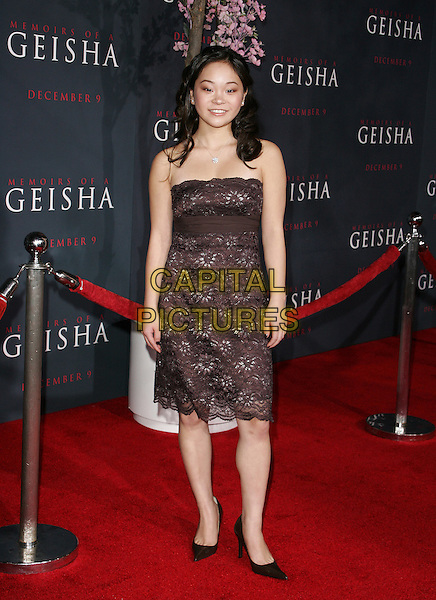 """SAMANTHA FUTERMAN.Los Angeles Premiere of Columbia Pictures' """"Memoirs of a Geisha""""held at the Kodak Theater, Hollywood, California..December 4th, 2005.Photo: William Scott/Admedia/Capital Pictures.Ref: WS/ADM.full length strapless black brown lace dress.www.capitalpictures.com.sales@capitalpictures.com.© Capital Pictures."""