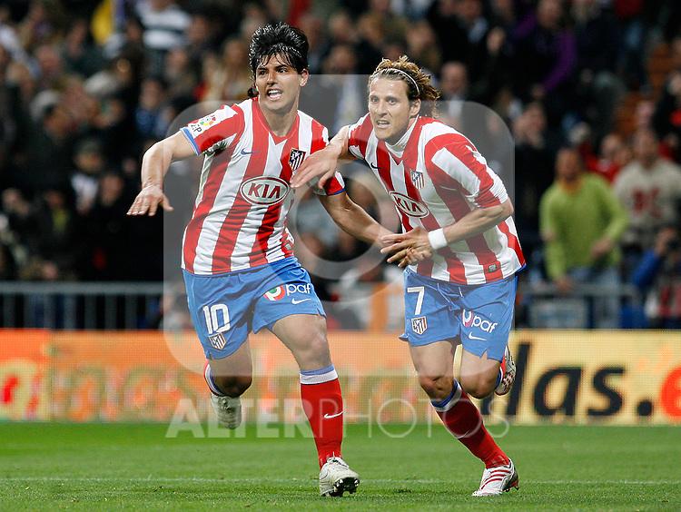 Atletico de Madrid's Kun Aguero (l) and Diego Forlan (r) celebrate goal during La Liga match. March 07 2009. .(ALTERPHOTOS/Acero).