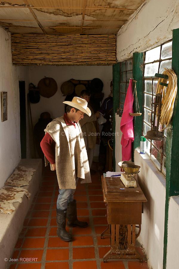 guillermo qui s'occupe avec son pere de l'hacienda la esperanza.Sierra del Cocuy