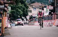 Simon Yates (GBR/Mitchelton-Scott) crossing the finish line and comfortably retaining the leaders jersey<br /> <br /> stage 16: Trento &ndash; Rovereto iTT (34.2 km)<br /> 101th Giro d'Italia 2018