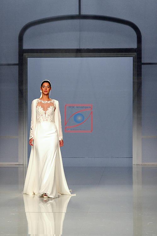 Barcelona Bridal Fashion Week 2017.<br /> Desfile Rosa Clara.<br /> Mariana Downing.