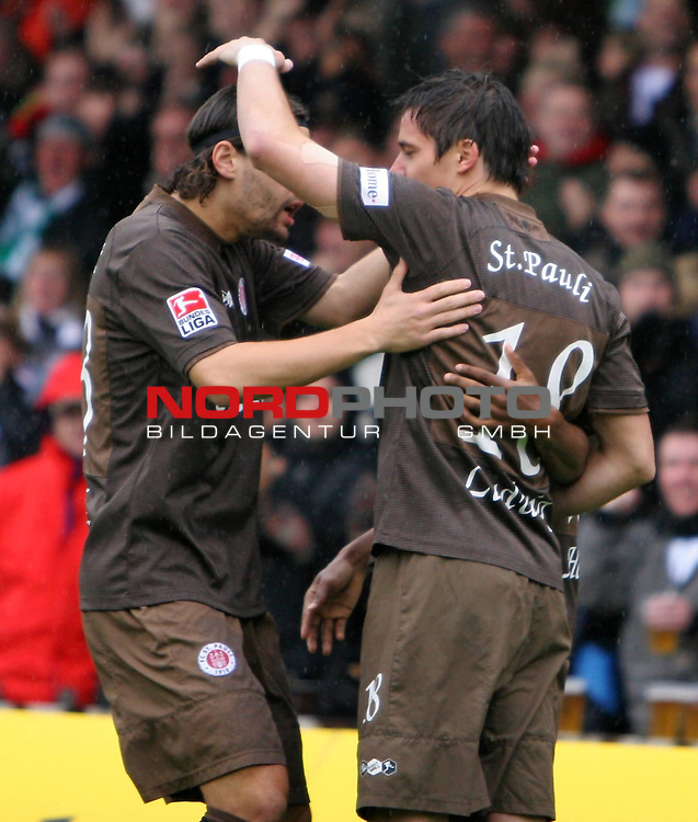 2.Liga FBL 2008/2009  7. Spieltag Hinrunde<br /> FC St.Pauli &ndash; vs. Alemannia Aachen<br /> <br /> Torsch&uuml;tze Alexander Ludwig (Nr.18) zum 1:0 in der 1.Minute. Links Benjamin Weigelt (Nr.13).<br /> <br /> <br /> <br /> Foto &copy; nph (nordphoto)<br /> <br /> *** Local Caption ***