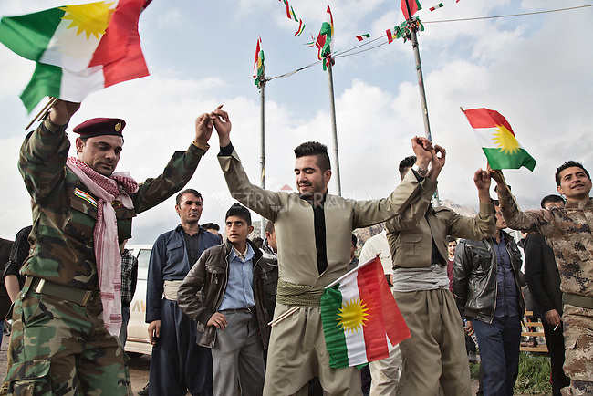 21/03/15 -- Akre, Iraq -- Young people of Akre dressed up as peshmergas dance Kurdish music while singing songs for the soldiers.