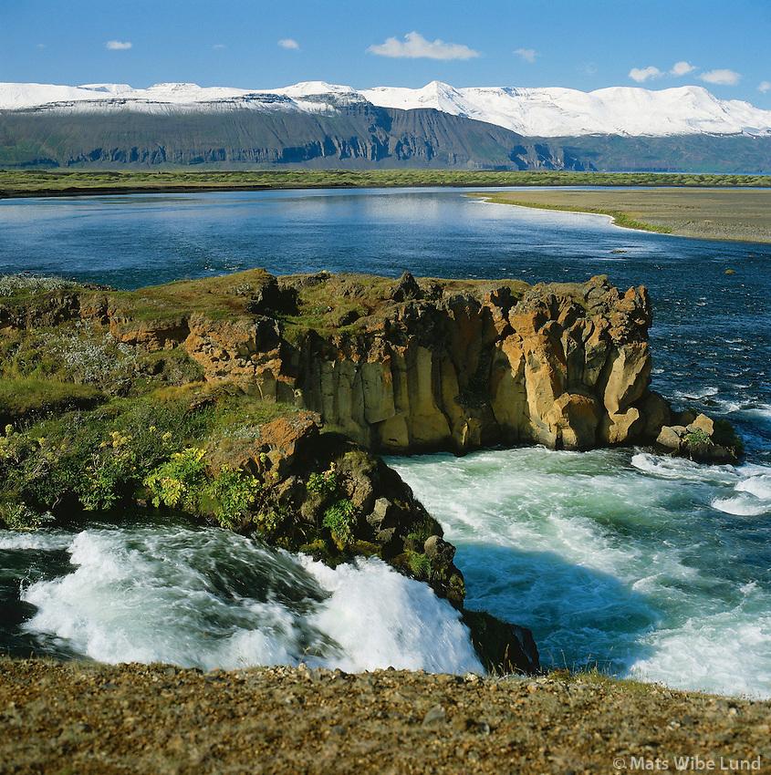 Æðafossar ií Laxá í Þing, Kinnarfjöll í baksýni, Norðurþing áður Húsavíkurbær áður Reykjahreppur / Aedafossar waterfall in Laxa in Thing, Kinnarfjoll mountains in background. Nordurthing former Husavikurbaer and Reykjahreppur.