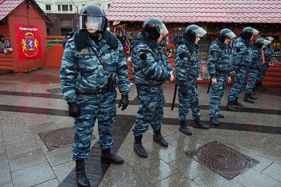Moscow, Russia, 04/12/2011..Riot police seal off the area around Red Square as Russian opposition supporters demonstrate on Manezhnaya Square outside the Kremlin calling for a boycott of the parliamentary elections.