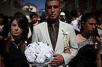 BULGARIA, Breznitsa, April 10, 2011. A Bulgarian muslim groom walks in the streets during his wedding day in the remote village of Breznitsa in the Rhodope mouton region, south of Bulgaria. Bulgarian Muslims, which today are nearly 8% of the country's population and the largest muslim minority community in the European Union, revived their cultural and religious traditions after the fall of communist regime in Bulgaria in 1989. .BULGARIE, Breznitsa, 10 Avril 2011. Un jeune marié Bulgare de confession musulmane va rejoindre sa future épouse le jour de leur mariage dans le petit village de Breznitsa dans les montagnes des Rhodopes en Bulgarie. La minorité musulmane qui représente aujourd'hui près de 8% de la population totale du pays et qui est la plus large majorité musulmane dans les pays de l'Union Européenne a ravive ses traditions culturelles et religieuse après la chute du régime communiste Bulgare en 1989.
