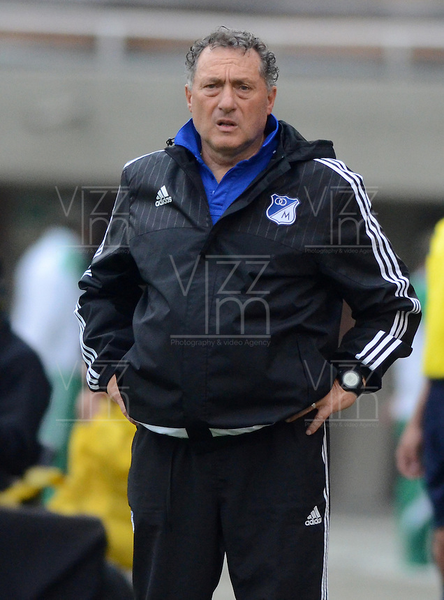 ENVIGADO -COLOMBIA-30-04-2016. Ruben Israel técnico de Millonarios gesticula durante el encuentro con Envigado FC por la fecha 16 de la Liga Águila I 2016 realizado en el Polideportivo Sur de la ciudad de Envigado./ Nilton Bernal coach of Fortaleza FC gestures during match against Envigado FC for the date 12 of the Aguila League I 2016 played at Polideportivo Sur in Envigado city.  Photo: VizzorImage/ León Monsalve /STR