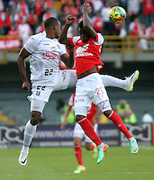 BOGOTA -COLOMBIA. 04-05-2014. Jefferson Cuero (Der)  de Independiente Santa Fe disputa el balon  contra Marino Garcia del  Once Caldas partido de Vuelta de Los Cuartos de Final de  La Liga Postobon  jugado en el estadio El Campin . Jefferson Cuero (Der) of Independiente Santa Fe dispute the balloon against Once Caldas Marino Garcia Party Spin The Quarterfinals La Liga Postobon played at El Campin. Photo: VizzorImage / Felipe Caicedo / Staff