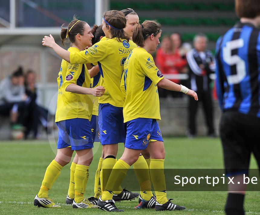 Club Brugge Dames - STVV Sint Truidense VV : vreugde bij de meisjes van St-Truiden na de 1-3 van Kristien Elsen (links).foto DAVID CATRY / Nikonpro.be