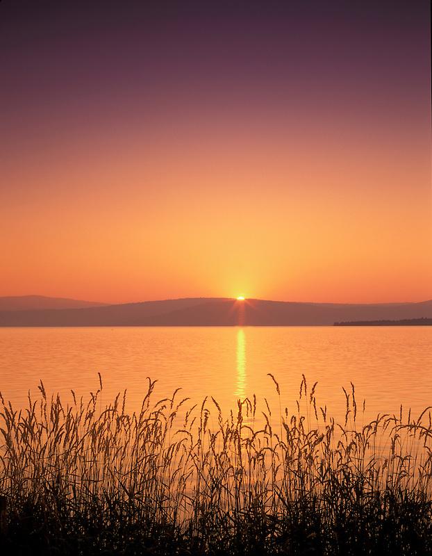 Sunrise ovedr Klamath Lake, Oregon