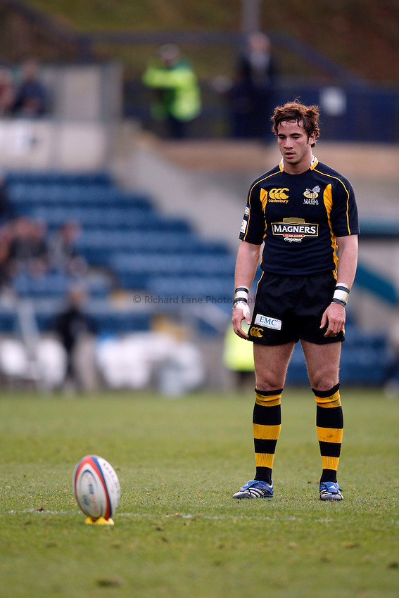 Photo: Richard Lane/Richard Lane Photography..London Wasps v Gloucester Rugby. EDF Energy Cup. 04/11/2007. .Wasps' Danny Cipriani lines up a kick.