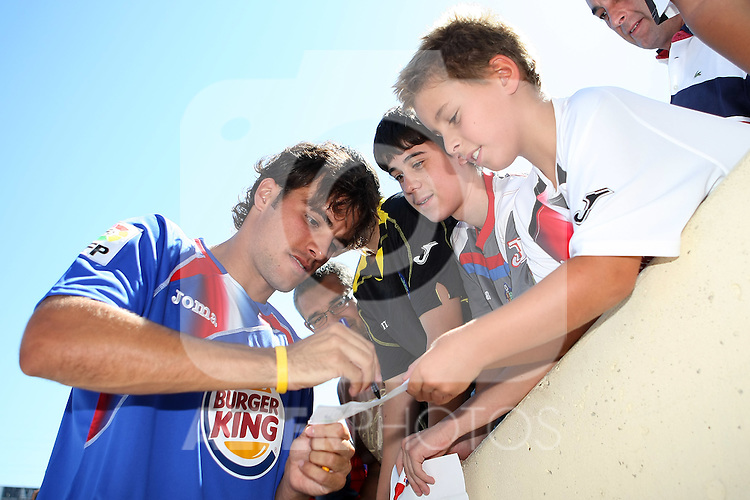 Getafe's new player Pedro Leon during his presentation. August 27 2009. (ALTERPHOTOS/Acero).