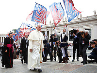 Papa Francesco accolto dagli sbandieratori di Carovigno al suo arrivo all'udienza generale del mercoledi' in Piazza San Pietro, Citta' del Vaticano, 15 ottobre 2014.<br /> Flag wavers from Carovigno, southern Itay, perform as Pope Francis arrives for his weekly general audience in St. Peter's Square at the Vatican, 15 October 2014.<br /> UPDATE IMAGES PRESS/Isabella Bonotto<br /> <br /> STRICTLY ONLY FOR EDITORIAL USE