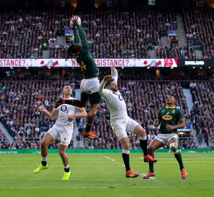 South Africa's sibusiso Nkosi claims a high ball<br /> <br /> Photographer Bob Bradford/CameraSport<br /> <br /> Quilter Internationals - England v South Africa - Saturday 3rd November 2018 - Twickenham Stadium - London<br /> <br /> World Copyright © 2018 CameraSport. All rights reserved. 43 Linden Ave. Countesthorpe. Leicester. England. LE8 5PG - Tel: +44 (0) 116 277 4147 - admin@camerasport.com - www.camerasport.com