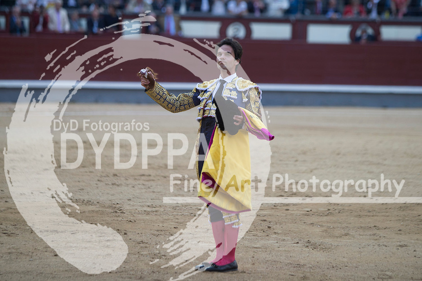 Bullfighter Juan del Alamo gets a ear