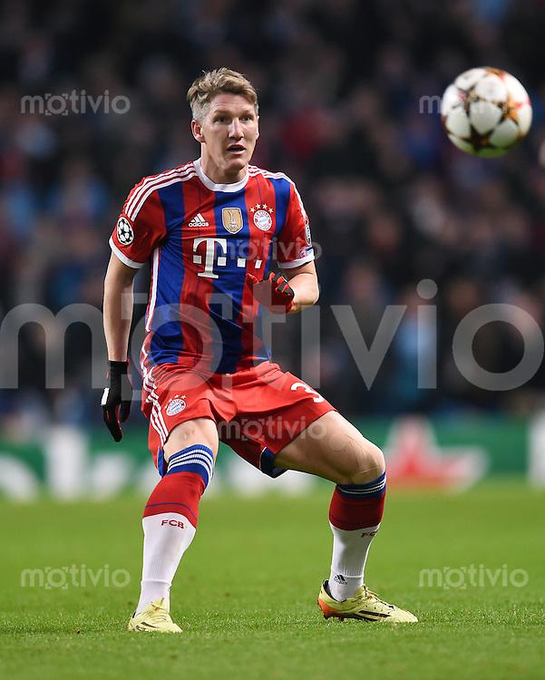 FUSSBALL   CHAMPIONS LEAGUE   SAISON 2014/2015   Vorrunde Manchester City - FC Bayern Muenchen        25.11.2014 Bastian Schweinsteiger (FC Bayern Muenchen) mit Ball