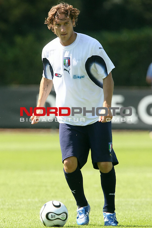 Italy National Football Team Training Camp<br /> Italienische Nationalmannschaft Trainingslager in Firenze<br /> <br /> <br /> TOTTI Francesco # 10<br /> <br /> <br /> Foto: nordphoto