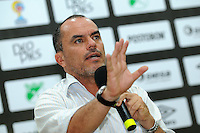 CALI -COLOMBIA, 02-07-2016. Jaime De La Pava Director técnico del Cortuluá durante conferencia de prensa después  del encuentro contra   el  Deportivo Cali  por la fecha 1 de la Liga Aguila II 2016 disputado en el estadio del Deportivo Cali en Palmaseca./ Jaime De La Pava coach  of Cortulua during press confrence before match  against of Deportivo Cali during match for the date 1 of the Aguila League II 2016 played at Deportivo Cali  stadium in Palmaseca. Photo:VizzorImage / Nelson Rios  / Cont