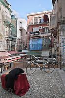 Scorcio tra le vie del mercato storico del &quot;Capo&quot; a Palermo.<br /> A view from through the streets of market town of &quot;Capo&quot; in Palermo.