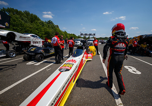 NHRA Mello Yello Drag Racing Series<br /> NHRA Summernationals<br /> Old Bridge Township Raceway Park, Englishtown, NJ USA<br /> Saturday 10 June 2017 Doug Kalitta, Mac Tools, top fuel dragster<br /> <br /> World Copyright: Mark Rebilas<br /> Rebilas Photo