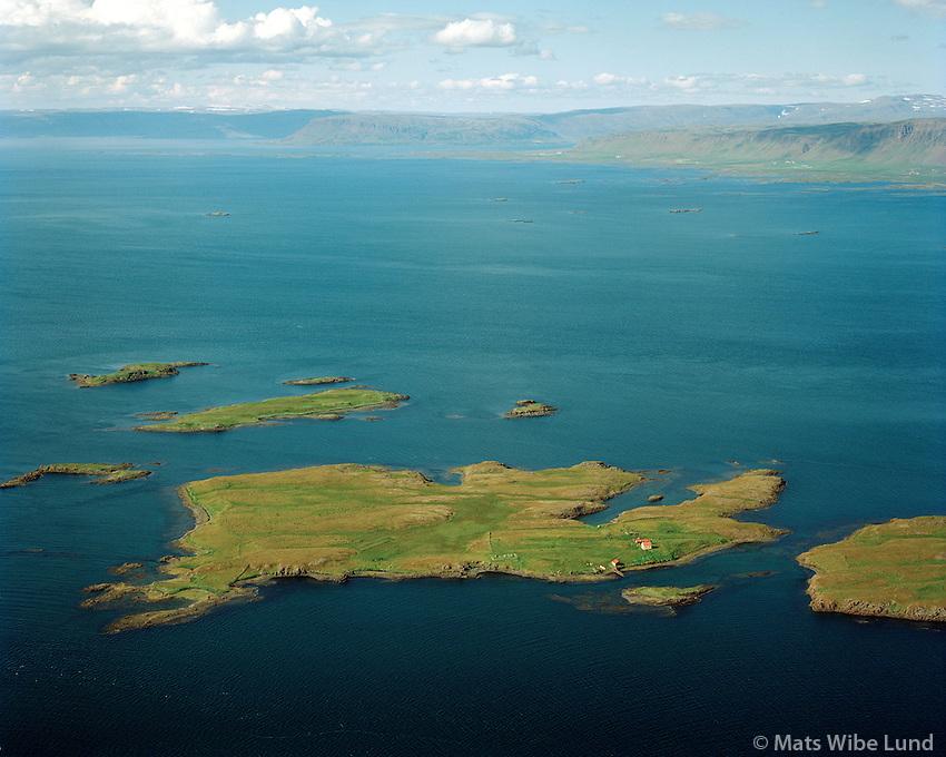 Akureyjar séð til norðvesturs, Dalabyggð áður Skarðshreppur /  Akureyjar viewing northwest, Dalabyggd former Skardshreppur.  .Hvammsfjörður / Hvammsfjordur